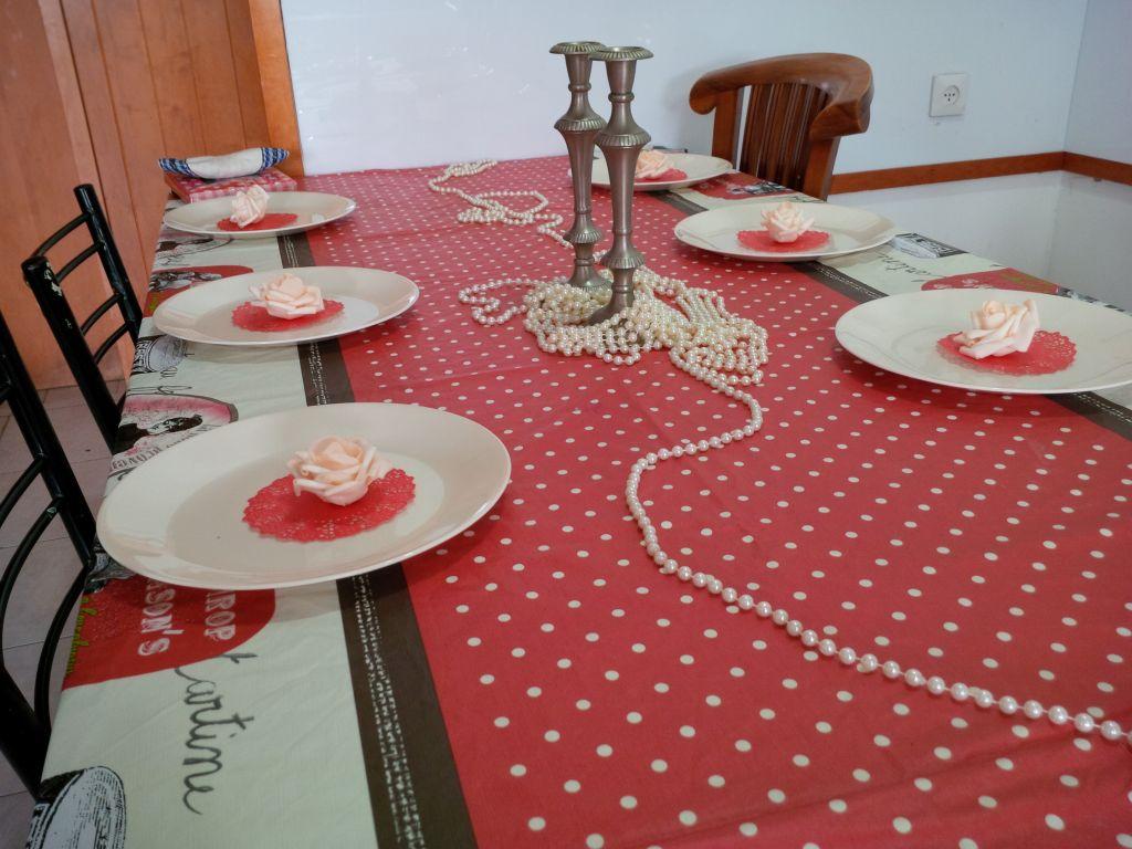 שולחן אדום שחור