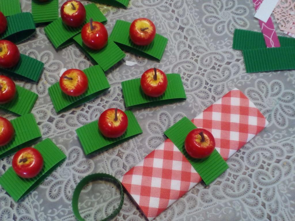 תגיות, קישוטים ושדרוגים לשולחן החג