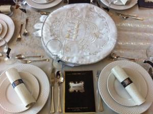 עיצוב אישי לשולחן חובקי מפיות והגדה