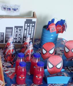 מסיבת ספיידרמן עם שולחן מעוצב לגיל 4